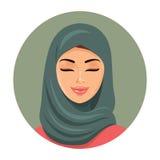 Moslemische Modefrau, die ihre Augen schließt Arabisches Frauenikonenporträt im hijab Asiatisches moslemisches traditionelles hij Lizenzfreie Stockbilder