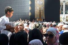 Moslemische Pilger, von allen auf der ganzen Welt, rotierend um Stockfotografie