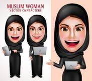 Moslemischer Frauenvektorzeichensatz, der Laptop und Tablette mit schönem Lächeln hält Lizenzfreie Stockfotografie