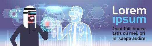 Moslemischer Geschäftsmann in 3d Hearset unter Verwendung Digital-Schnittstelle mit Innovations-Konzept der Weltkarte-Hintergrund Stockbild