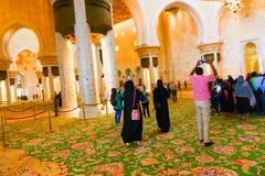 Moslems an der Moschee - Abu Dhabi - Shaiekh Zayed Stockfoto