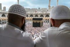 Moslems, die Kaaba im Mekka aufpassen Lizenzfreie Stockfotografie