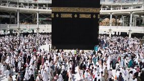Moslems traten im Mekka der verschiedenen Länder der Welt zusammen stock video