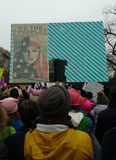 Moslim Amerikaanse Vrouwen, zijn wij de Mensen Groter dan vrezen, Vrouwen` s Maart Menigte Marcherend, Tekens en Affiches, Washin Stock Foto's