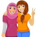 Moslim en Kaukasische vrienden Stock Afbeelding