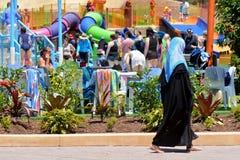 Moslim vrouw die Hijab draagt Stock Afbeelding
