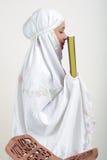 Moslim Vrouwen die Koran lezen Royalty-vrije Stock Afbeelding