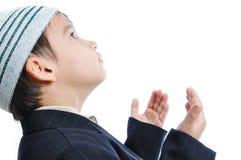 Moslim weinig leuk jong geitje met hoed Stock Afbeelding