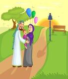 Moslimfamilie die met jong geitje lopen Royalty-vrije Stock Foto's