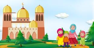 Moslimfamilie voor moskee royalty-vrije illustratie
