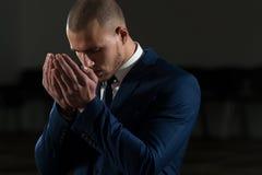 Moslimzakenman Is Praying In de Moskee royalty-vrije stock fotografie