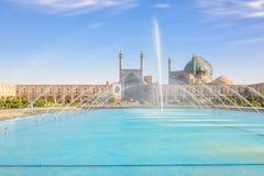Mosquée bleue avec la piscine de turquoise images stock