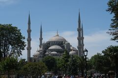 Mosquée bleue - sultan-Ahmet-Camii comme vu de la fontaine en parc, à Istanbul, la Turquie Image libre de droits