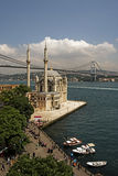 Mosquée d'Ortakoy et passerelle de Bosphorus Images stock
