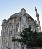 Mosquée d'Ortakoy et pont de Bosphorus à Istanbul Turquie Image libre de droits