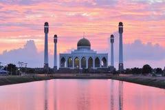 Mosquée dans le songkhla Thaïlande sur le coucher du soleil image stock