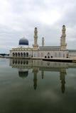 Mosquée de flottement en Kota Kinabalu, Sabah Photographie stock