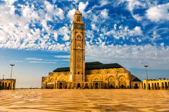 Mosquée de Hassan II sur la plage de Casablanca au coucher du soleil, Maroc Photographie stock libre de droits