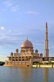 Mosquée de Putra à Putrajaya, point de repère célèbre en Malaisie Image stock