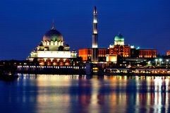 Mosquée de Putra et construction de Perdana Putra Image libre de droits