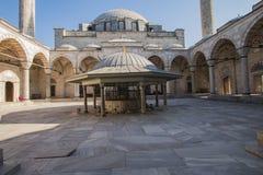 Mosquée de selim de Yavuz, enfants jouant dans la cour Photo stock