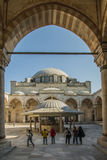 Mosquée de selim de Yavuz, enfants jouant dans la cour Images libres de droits