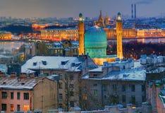 Mosquée de St Petersbourg, mosquée-Jami. Vue de nuit à partir de dessus. photographie stock libre de droits