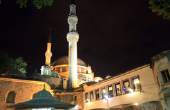 Mosquée de sultan d'Eyup la nuit, Istanbul, Turquie Photos stock