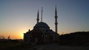 Mosquée et coucher du soleil photographie stock libre de droits