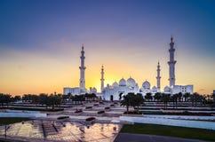 Mosquée grande au coucher du soleil (vue large) Photographie stock libre de droits