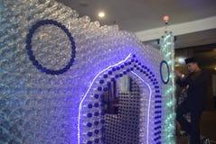 Mosquée miniature des bouteilles utilisées Images libres de droits