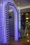 Mosquée miniature des bouteilles utilisées Photos stock