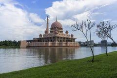 Mosquée sainte avec le ciel bleu Photographie stock