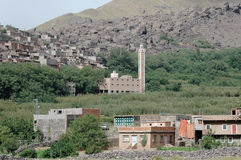 Mosquée, village d'Imlil et vallée, hautes montagnes d'atlas, Maroc Photo libre de droits