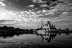 Mosque by the lakeside Royalty Free Stock Images