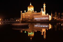 Mosque and reflection at night, Brunei. Sultan Omar Ali Saifuddin mosque, Brunei, and its reflection on the nearby river, at night Stock Photos