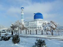 Mosque in winter snow. Мечеть зимой в снегу. royalty free stock photography