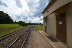 Moss Vale (västra) slut av plattformen, Robertson järnvägsstation, New South Wales, Australien royaltyfri foto