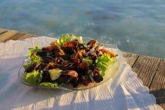 Mosselen en Garnalen bij een Zeevruchtenrestaurant Stock Afbeelding