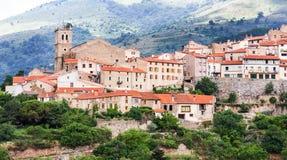 Mosset liten och pittoresk fransk by, medlem av Les plus Beauxbyar de Frankrike de mest härliga byarna av Frankrike Mo royaltyfria foton
