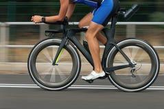 Mosso di una corsa della bici Immagine Stock