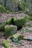 mossy βράχοι Στοκ φωτογραφία με δικαίωμα ελεύθερης χρήσης