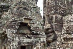 Mossy πρόσωπο πετρών του αρχαίου βουδιστικού ναού Bayon σε Angkor Wat σύνθετο, Καμπότζη αρχαία αρχιτεκτονική Στοκ Φωτογραφίες