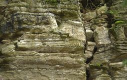 Mossy rock formation Royalty Free Stock Images