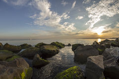 Mossy rocks and sea Royalty Free Stock Photography