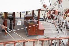 Most łódkowata kopia naczynie przy portem fotografia royalty free