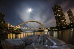 Most blaskiem księżyca w Fisheye widoku Zdjęcia Stock