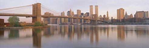 Most Brooklyński i Miasto Nowy Jork linia horyzontu obrazy royalty free