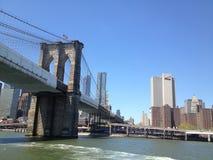 Most Brooklyński nowy York przez promu zdjęcia stock