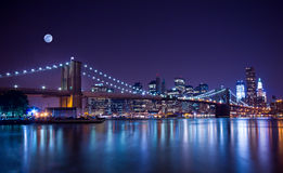 Most Brooklyński przy Noc Zdjęcie Stock